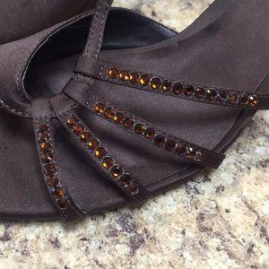 Elements by Nina. 8 1/2 Wide Sandals w/ heels